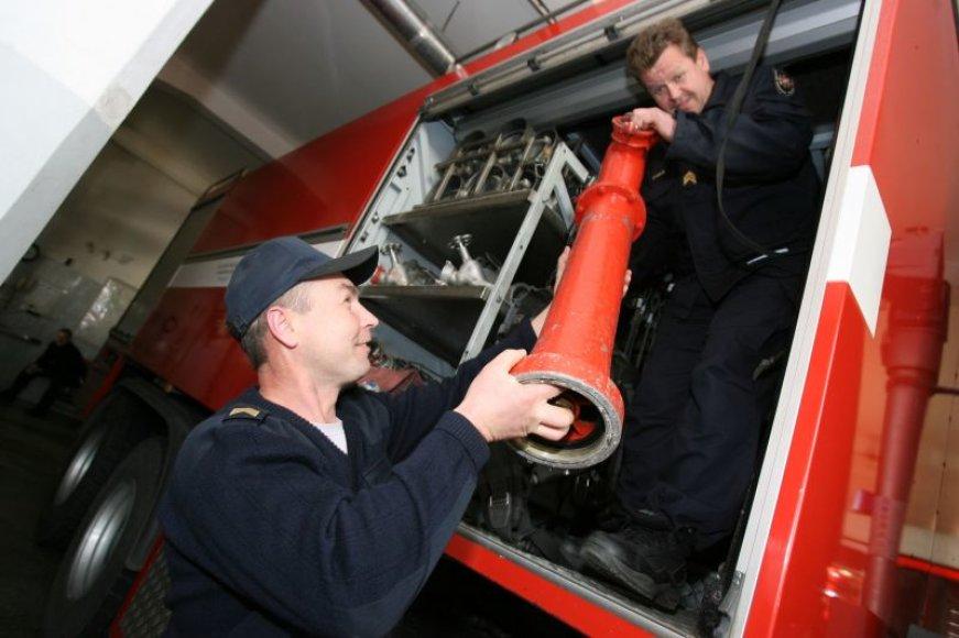 Kauno ugniagesiams šiemet eiti nemokamų atostogų nereikėjo. Tačiau taupyti tenka iki šiol.