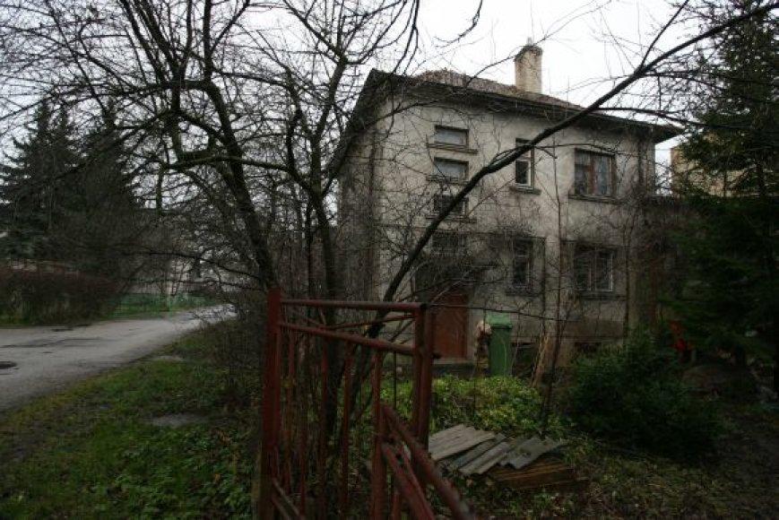 Negalią turinti moteris ir jos augintinis gyveno šiame Žiemių gatvės name