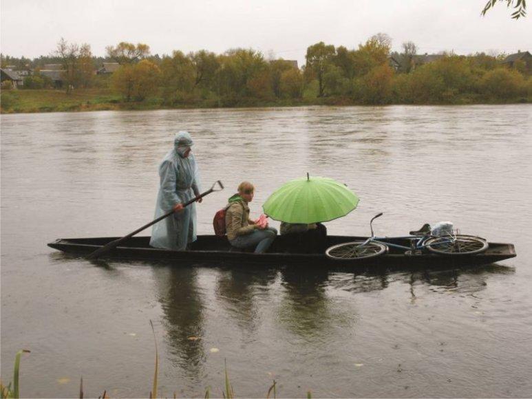 """Filmas """"Upė"""" pasakoja apie prie Šventosios ir Neries santakos, netoli Jonavos, esančią """"lietuvišką Veneciją"""" – Saleninkų kaimą."""