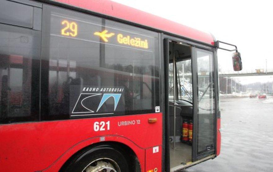 29-ojo maršruto autobusas, važiuojantis į Kauno oro uostą