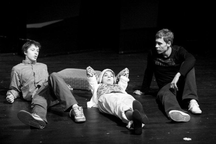 "Spektaklyje vaidina teatro ""Utopia"" aktoriai."