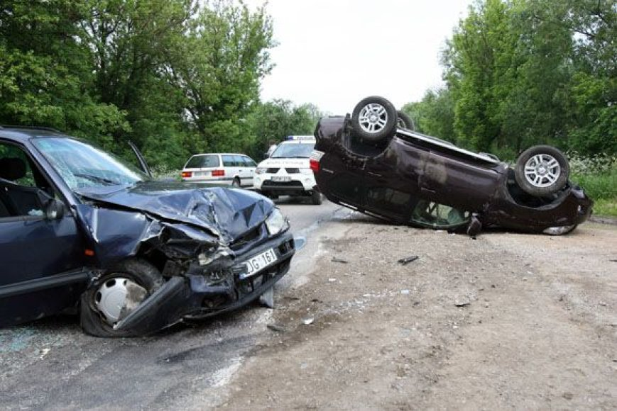 Avarijoje nukentėjo aviejų mašinų vairuotojai ir keleiviai