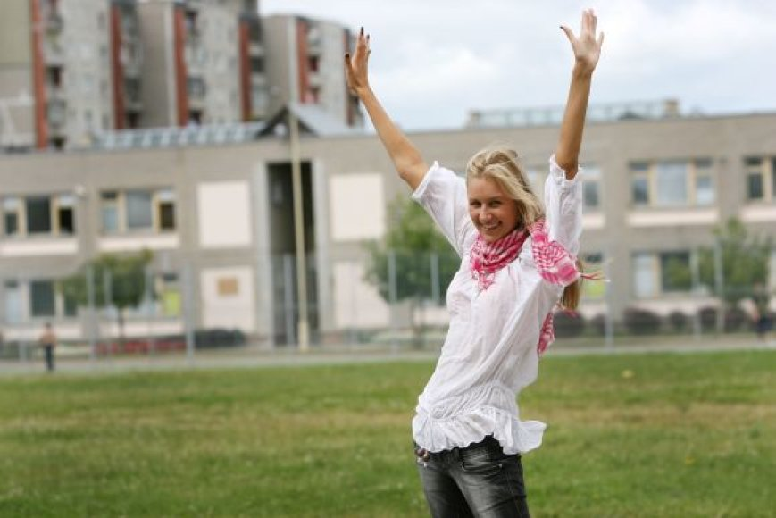 """Trečiadienį į Vokietiją išvykstanti Kauno """"Santaros"""" gimnazijos abiturientė U.Čepulytė džiaugiasi šeimos palaikymu."""