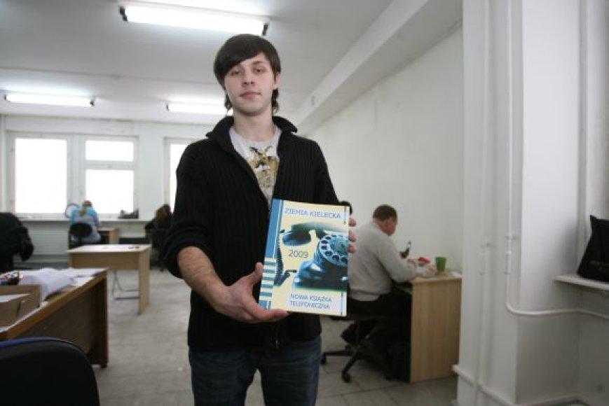 """Bendrovės """"Telkom Krzysztof Samek"""" vadybininkas pripažino, kad skirtingai nei Lenkijoje, vilniečiai nepatikliai reagavo į pasiūlymus įsigyti naują telefonų knygą."""