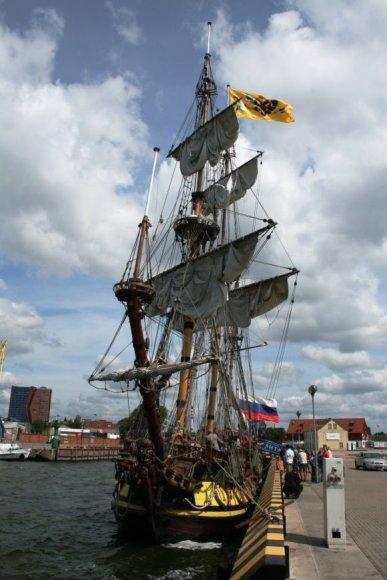 Dėl keblumų burlaivis atplaukė tik pasibaigus regatai. nuotr.