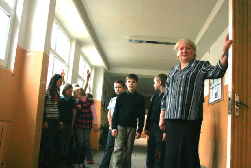 Pamario mokyklos direktorė S.Charkovskaja teigė, kad kol kas neaiškus ir jų mokyklos likimas.