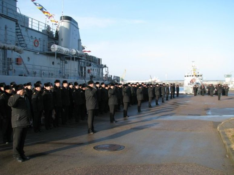 Rikiuotė nusidriekė Karo laivų flotilėje. 2011 m. kovo 10 d.