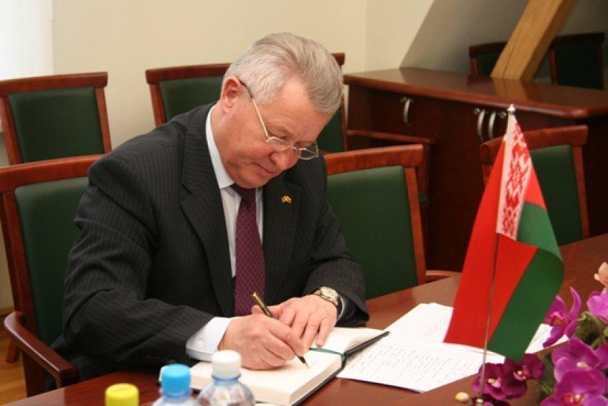 Anot Baltarusijos ambasadorius Lietuvoje V.Dražino, Klaipėdos uosto krovos kompanijos yra pagrindiniai Baltarusijos krovinių siuntėjų ir gavėjų partneriai.
