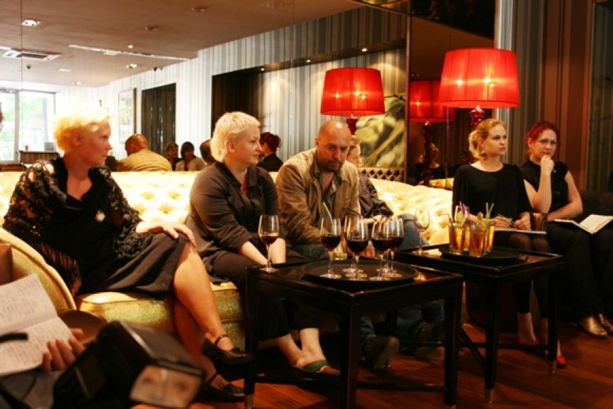 Festivalio organizatoriams pavyko prisikviesti daug garsių žmonių, tarp jų – R. Alksnytę, J.Rimkutę bei kitus.