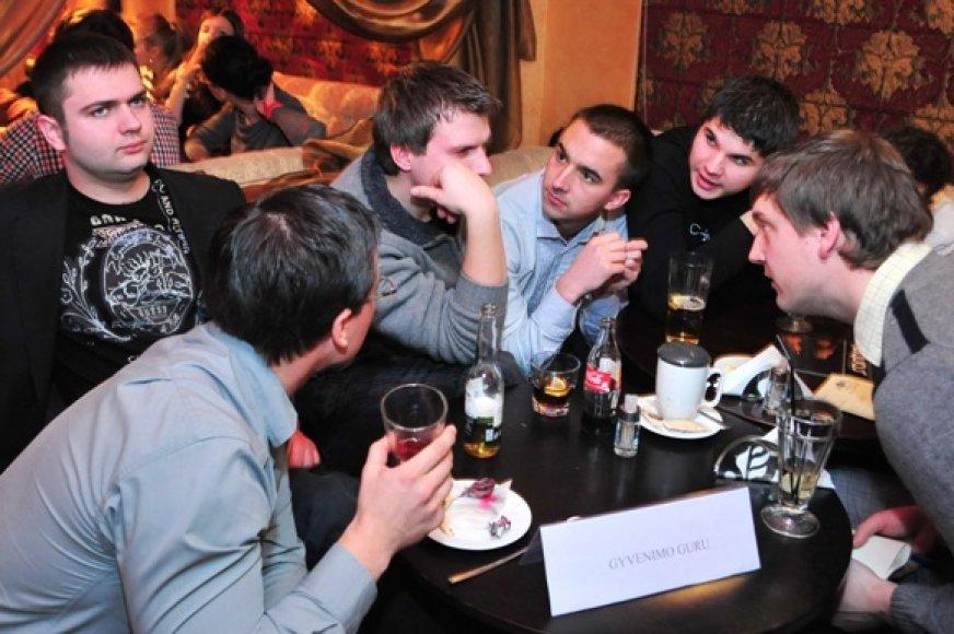 Nauja pramoga uostamiesčio kavinėse įtraukia lankytojus į azartiškus protų mūšius.