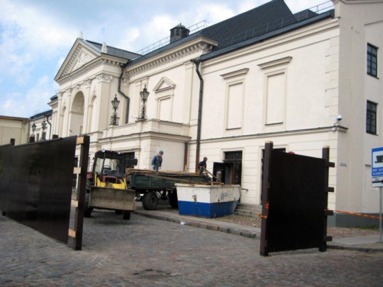 Rekonstruojamame Klaipėdos dramos pastate kol kas verda vidaus darbai.