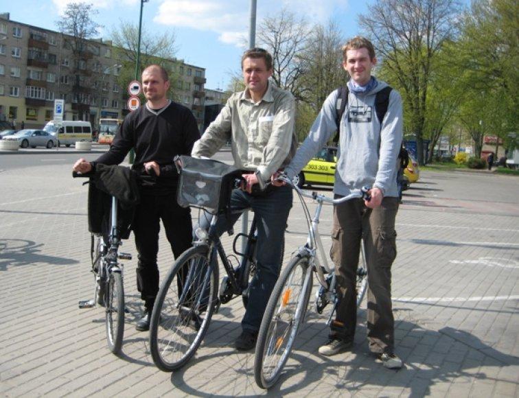 Anot dviračių entuziastų (iš kairės) Dariaus, Sauliaus ir Aleksandro, Klaipėdai trūksta geranoriškumo ekologiškam transportui.