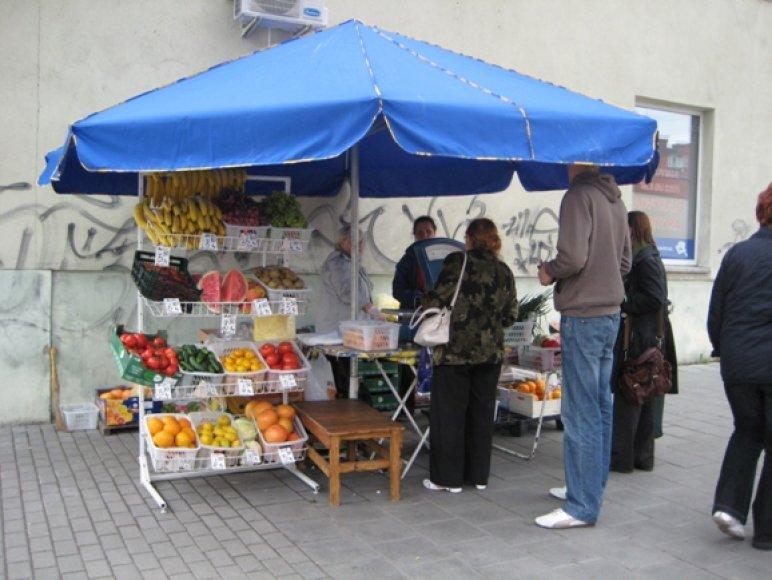 Prekyba maisto produktais gatvėse uostamiestyje smarkiai išplito. Kai kuriose gatvelėse įsikūrė po kelis prekeivius.