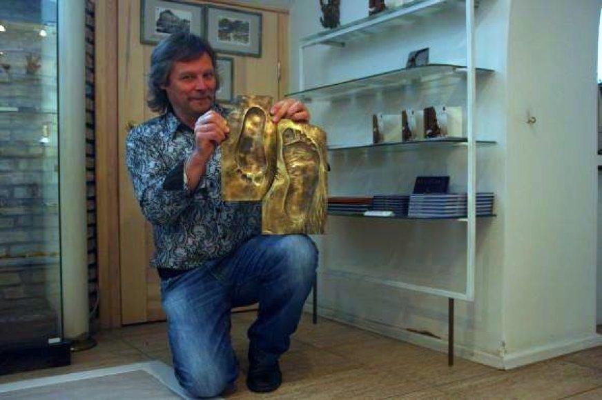 V.Karčiauskas jau pagamino bronzines pėdas Brazauskų šeimynai.