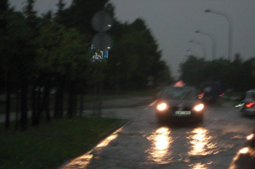 Šeštadienį lietus vėl skandino Klaipėdos gatves.