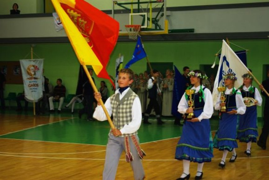 Beveik penki tūkstančiai Klaipėdos moksleivių kovojo dėl mero taurės.