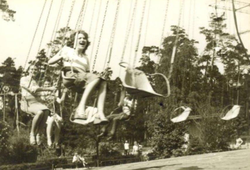 Senasis poilsio parkas viliojo atrakcionais.