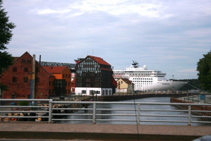 Kruizinė laivyba Klaipėdai atneša milijonus litų, šiemet šios įplaukos bus žymiai sumažėjusios.