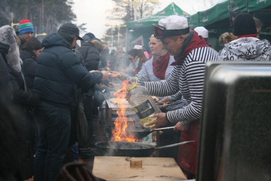 Prekyba J.Basanavičiaus gatvėje virte virė.
