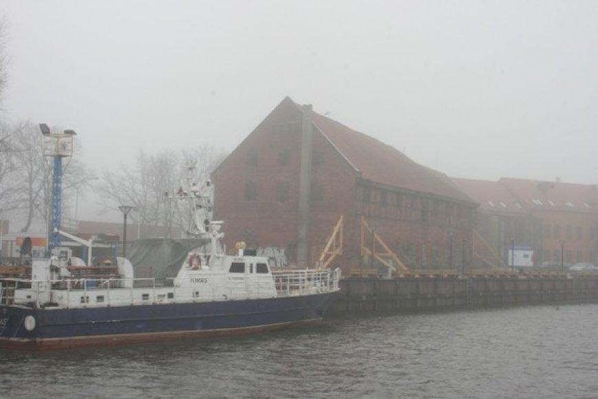 Buvęs sandėlis palei rekonstruotą Danės krantinę jau paramstytas.