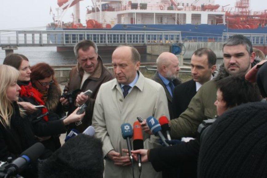 Premjeras Andrius Kubilius patikino, kad dujų terminalas turėtų baigti 2014-aisiais.