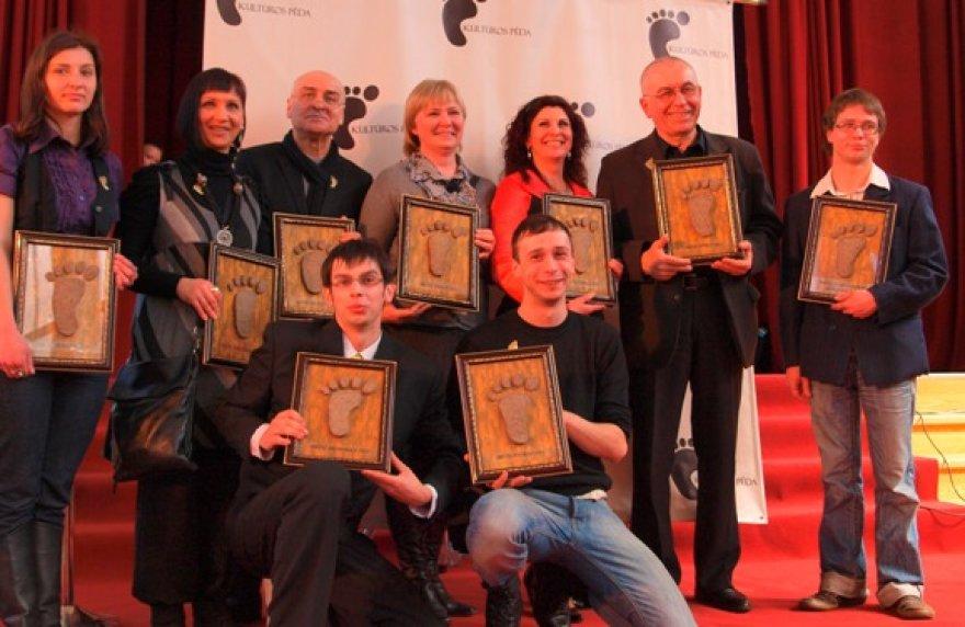 Apdovanojimus atsiėmė A.Pačapavičiūtė, A.Baroti, K.Meškys, R.Ežerskienė, A.Stonienė, A.Kiguolis, V.Kvedaras. Pritūpę A.Pališkis, A.Čistiakovas.