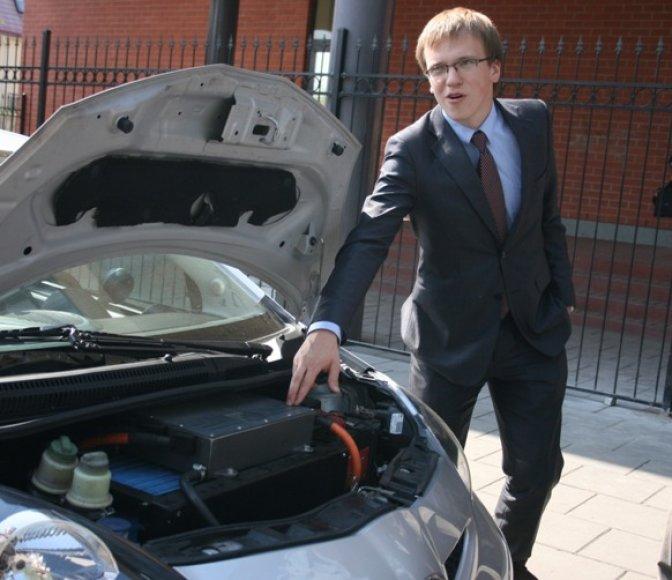 """Perdaryta """"Toyota"""" – pirmasis lietuvių elektromobilis, kurį bus galima įsigyti. Jo kaina neskelbiama."""