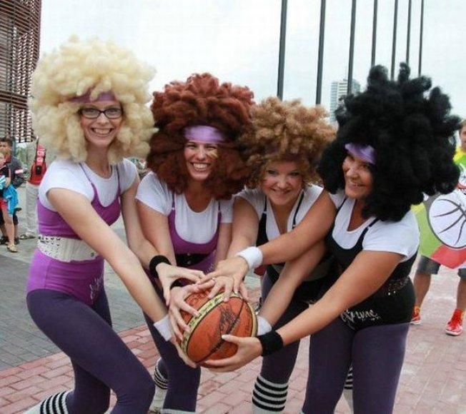"""Teatro """"Jeigu"""" merginos šeštadienį pakvies į linksmą aerobikos treniruotę."""
