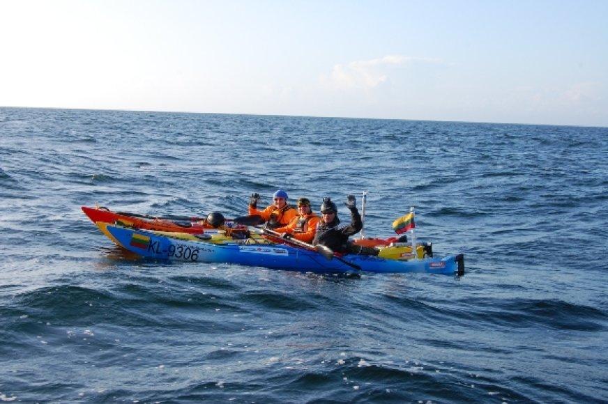 Trims klaipėdiečiams pavyko perplaukti tik pusę Baltijos, jūra pasipriešino šiam žygiui.