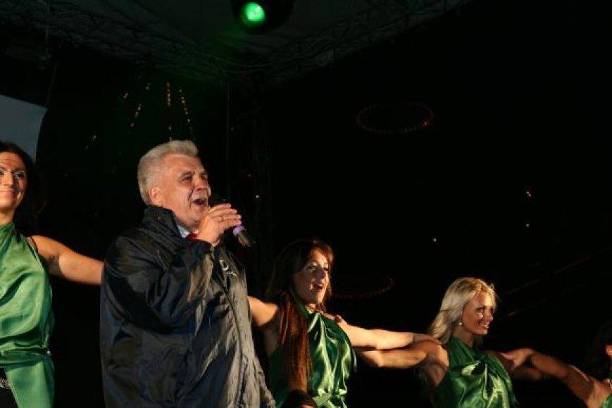 Meras R.Taraškevičius atliko E.Kučinsko dainą.