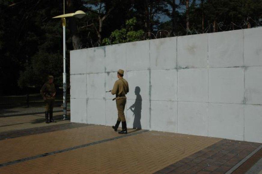 Berlyno sieną Palangoje saugo kareiviai.