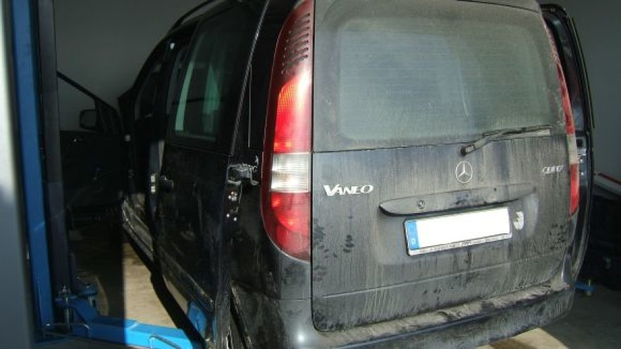 Vokiečio automobilyje rasta cigarečių slėptuvė.
