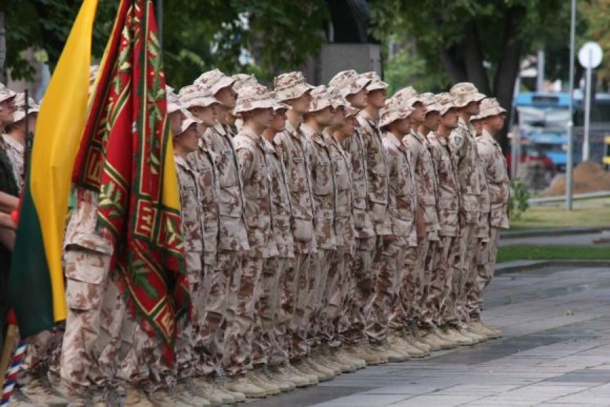 Afganistane karinę tarnybą teko atlikti ne vienam šimtui karių.