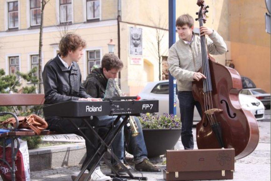 2010-aisiais vykusios Gatvės muzikos dienos Klaipėdoje akimirka.