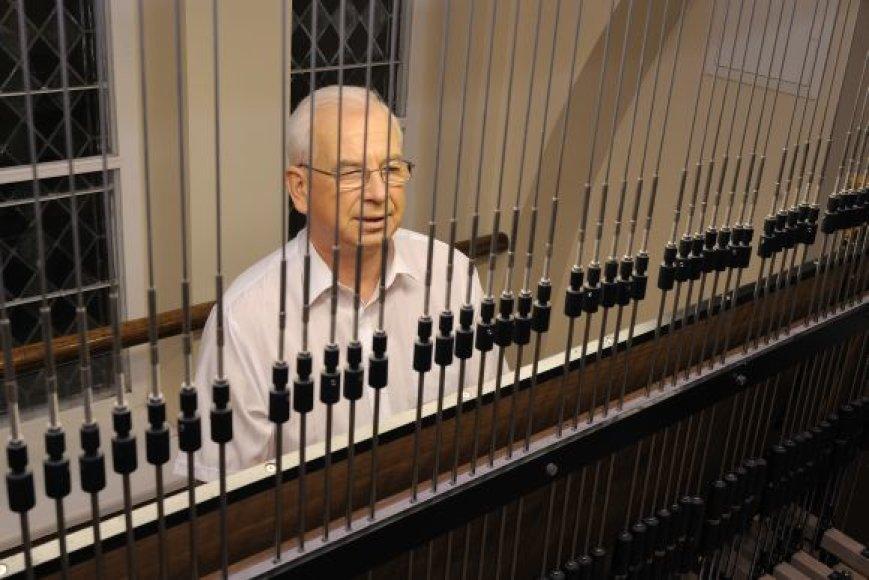 Karilionu S.Žilevičius groja jau 25 metus.