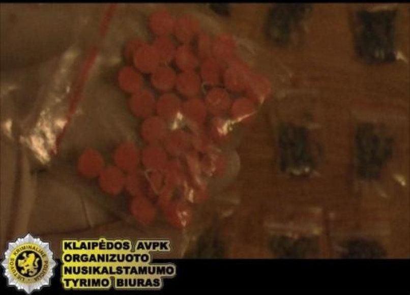 Pas prekeivius rastos narkotinės medžiagos.
