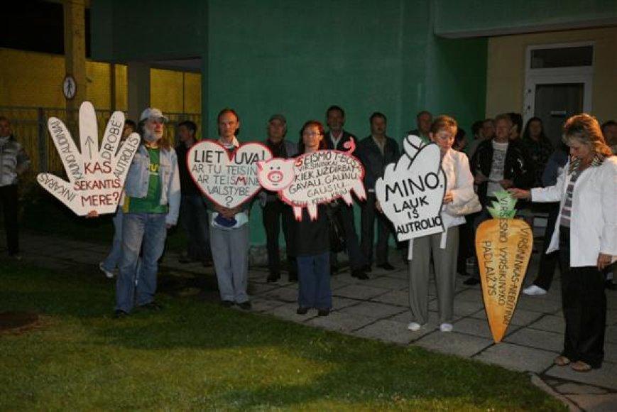 Troleibusų vairuotojų profesinė sąjunga net ir paskelbus apie dalies darbuotojų atleidimą neatsisako ketinimų tęsti neterminuotą streiką.