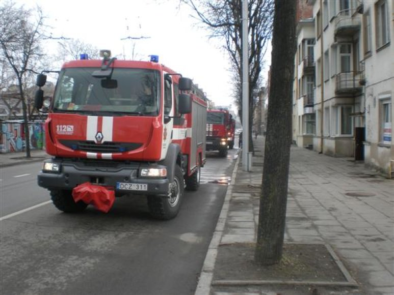 Gesinti menamo gaisro į Kauno centrą nuskubėjo net trys autocisternos.