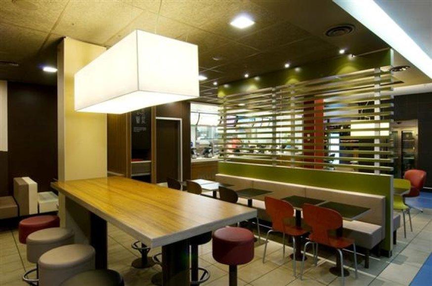 "Restorano ""McDonald's"" Kaune interjeras."