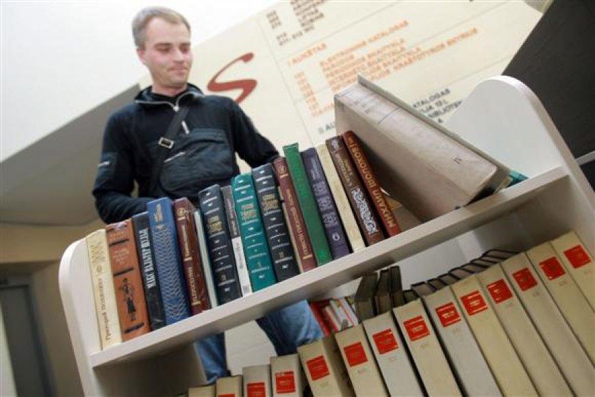 M.Valančiaus gatvėje įsikūręs komisas ne tik prekiauja pigesnėmis knygomis, bet ir suteikia galimybę žmonėms parduoti savo jau perskaitytas knygas.