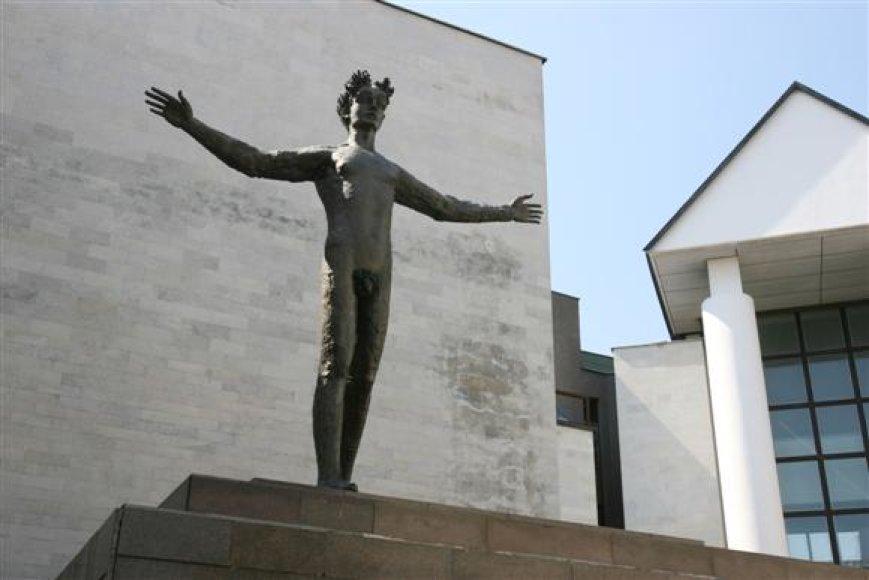 """P.Mazūro skulptūra """"Žmogus"""""""