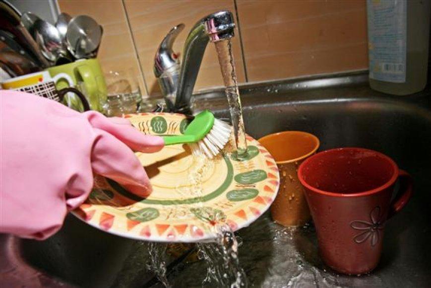 """Namuose, kur nėra įrengtų vadinamųjų """"gyvatukų"""", tokio mokesčio nėra, tačiau gyventojams tenka ilgiau laukti, kol atbėgs karštas vanduo."""
