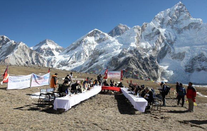 Posėdis Himalajų kalnuose