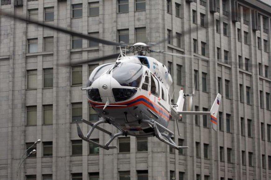 Sraigtasparnis išskraidina nukentėjusiuosius iš įvykio vietos