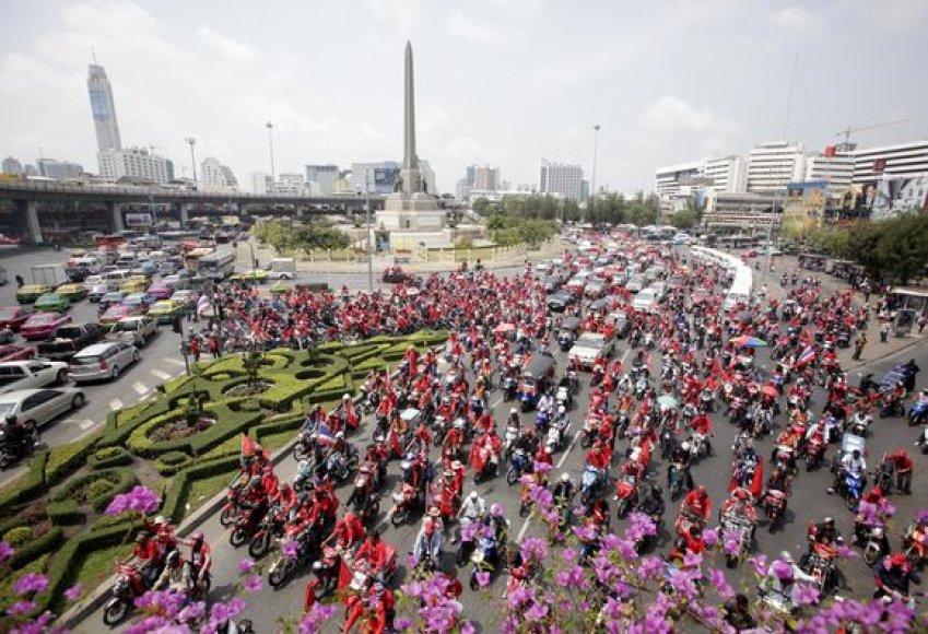 Protestuoja tūkstančiai tailandiečių