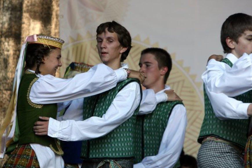 Savaitgalį Vilniuje, Gedimino prospekte, vyko pirmoji Tautų mugė. Joje buvo pristatomas Lietuvoje gyvenančių tautų kultūrinis paveldas.