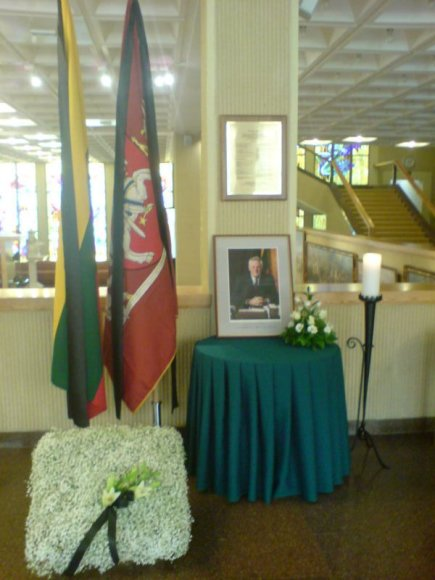 Seime pagerbiamas A.Brazausko atminimas.