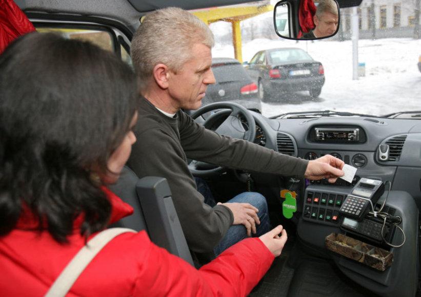 Nors kasos aparatai mikroautobusuose atsirado prieš 11 metų, dar ir dabar jų kvitus sąžiningai dalina ne visi vairuotojai.