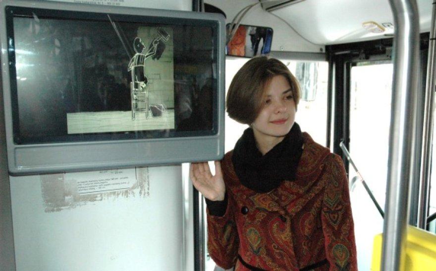 """Festivalis """"Vilniaus kino šortai 2011"""" visą mėnesį troleibuso keleiviams siūlys žiūrėti trumpus filmus."""