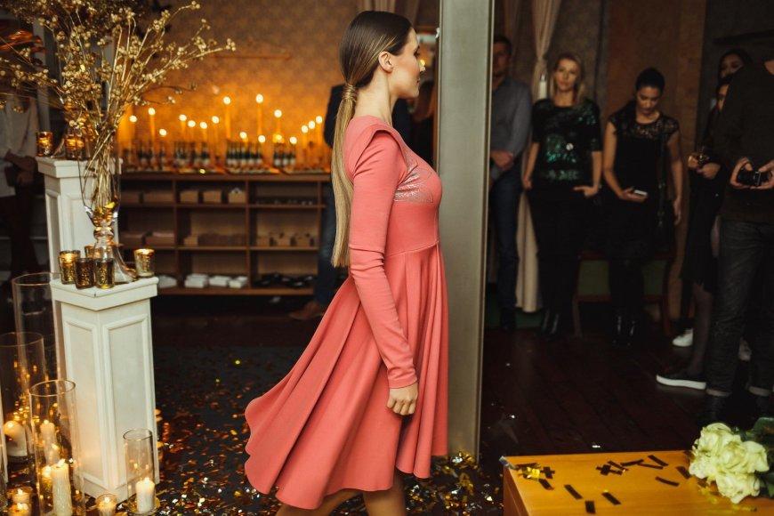 Nerijaus Šabanausko nuotr./Julijos Žižės prekės ženklo WMBJ suknelė